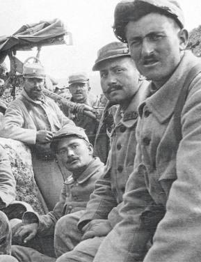 Photo de soldat dans les tranchées