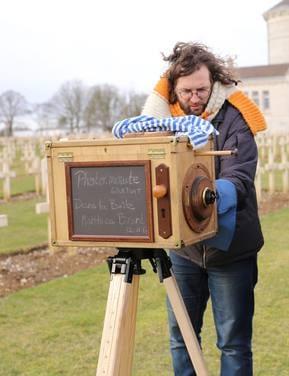 Photographe utilisant un sténopé